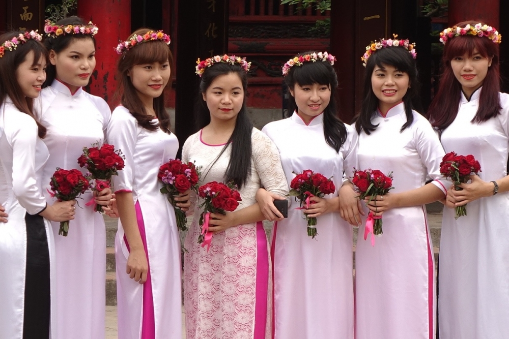Neuner_Abiturientinnen in Hanoi
