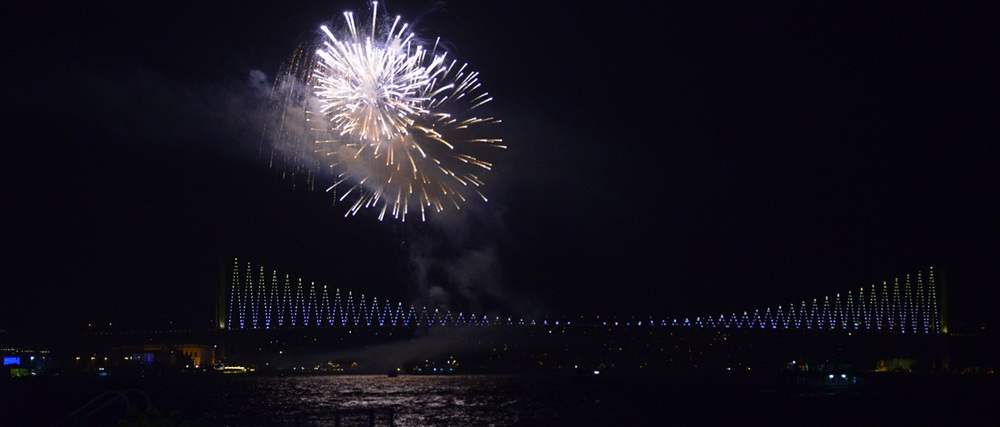 Feuerwerk und Bosporusbr__cke
