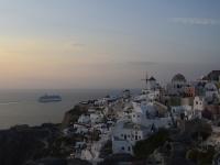 Kreuzfahrtschiff_bei_Santorini-Kurt_Kuhn