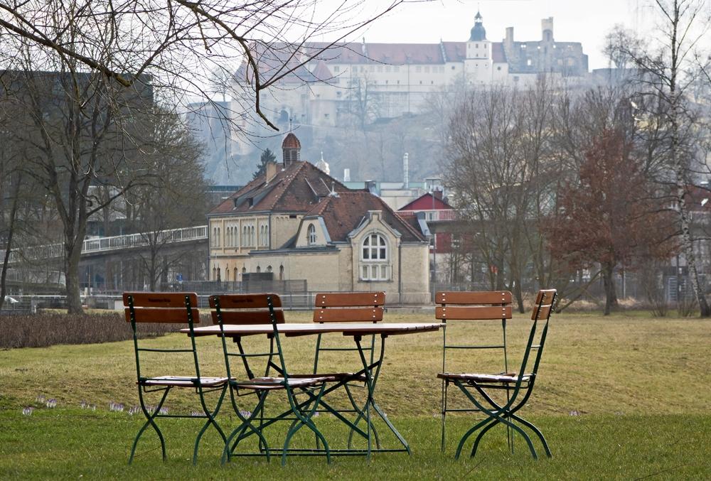 6369-Biertisch_vor_Badhaus_HDH