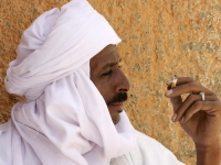 Rauchender Tuareg